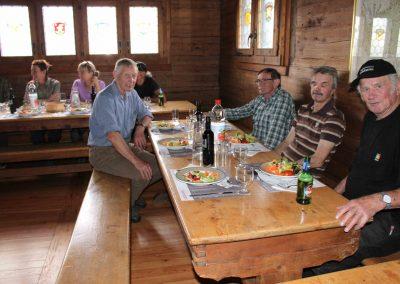 Wohlverdientes Mittagessen nach dem Hegetag